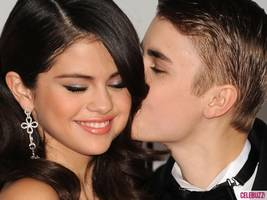 Justin Bieber and Selena Gomez Caught Canoodling, Kim Kardashian's Banging Hairdo, 'Magic Mike' Sequel Release Date: A Roundup