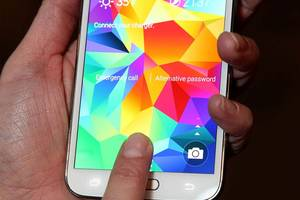 "Samsung Galaxy S5 fingerprint scanner hacked using a ""dummy finger"""